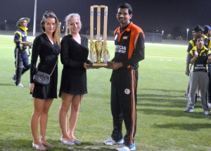 Anja presenting the Shiv Chanderpaul Trophy toUT Dallas' Captain Sharath Raam, with Tuva.
